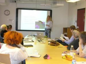 Eira Ahlgren presenterar sin idé på minisprångbrädan